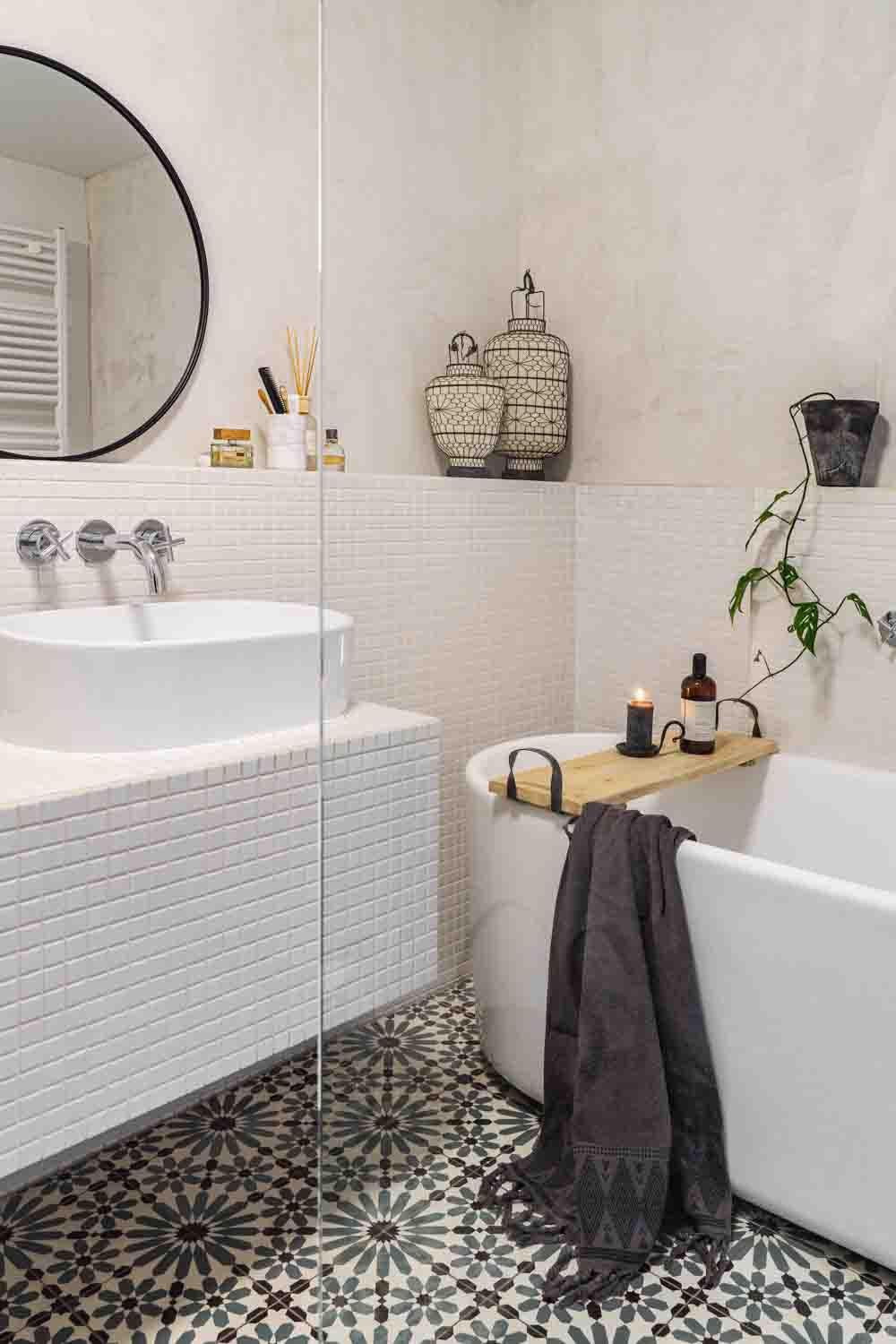 Hammam inspired bathroom with Marrakech Walls in Ashes, white tiled walls and a modern white bathtub
