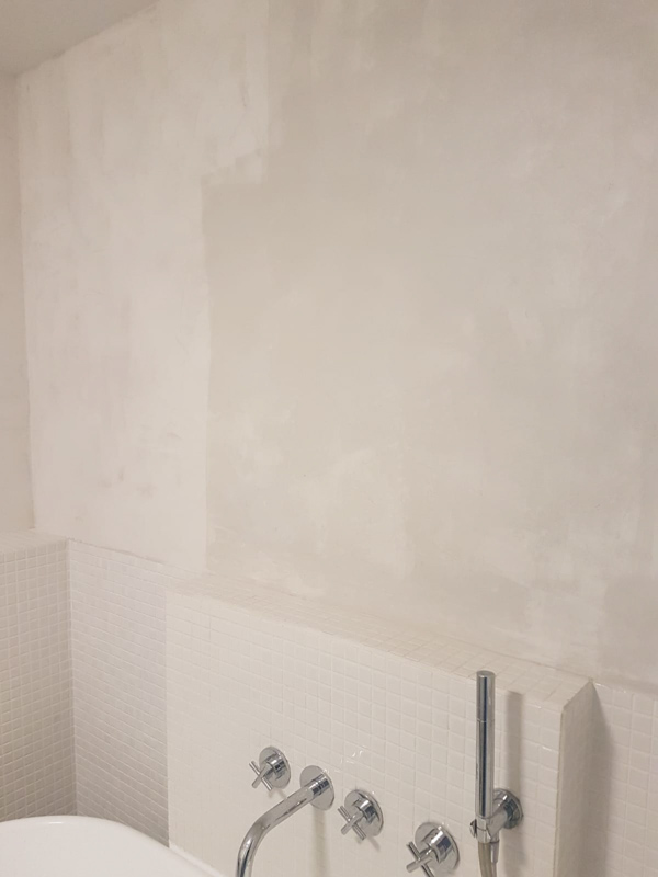 Bathroom wall painted with Marrakech Walls in Ashes