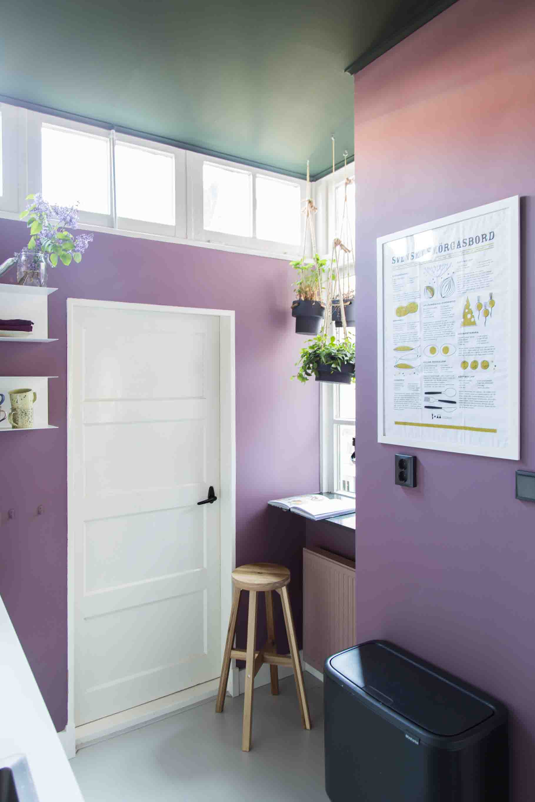 Green ceiling with purple kitchen walls for a modern colorful look