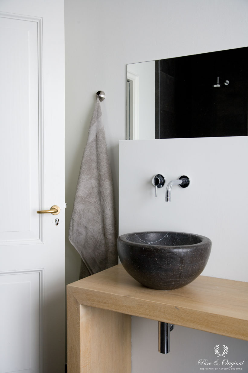 White bathroom with Licetto