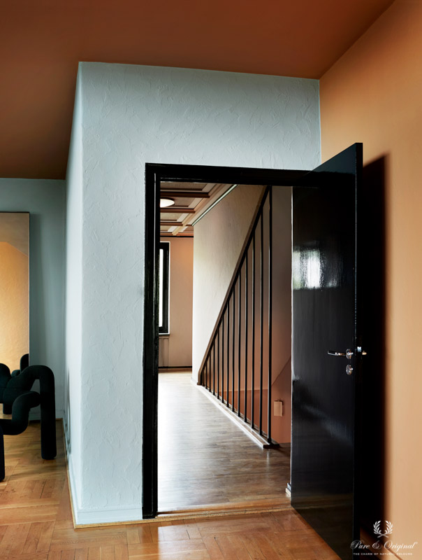 Door in high gloss water based lacquer for a chique touch