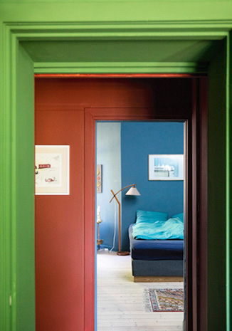 Colour combinations in green, red and blue