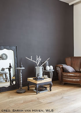 Classico chalk paint in the colour Black Truffle