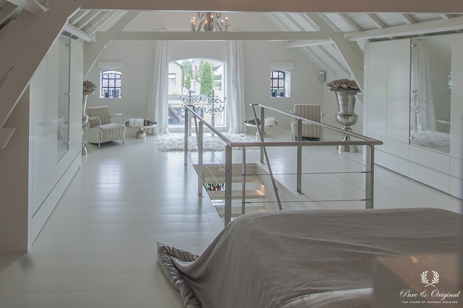 Classico chalk paint, Floor Paint and Traditional Paint in the colour Island White, in the bedroom
