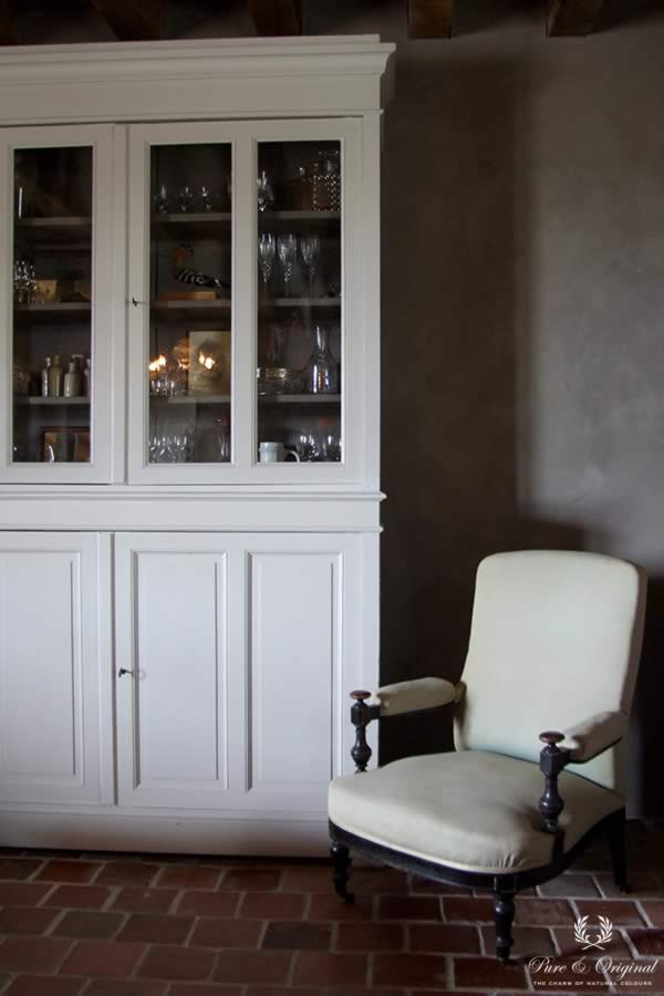 Traditional Paint In The Colour Milk White And Fresco Earth Stone Lied Livingroom