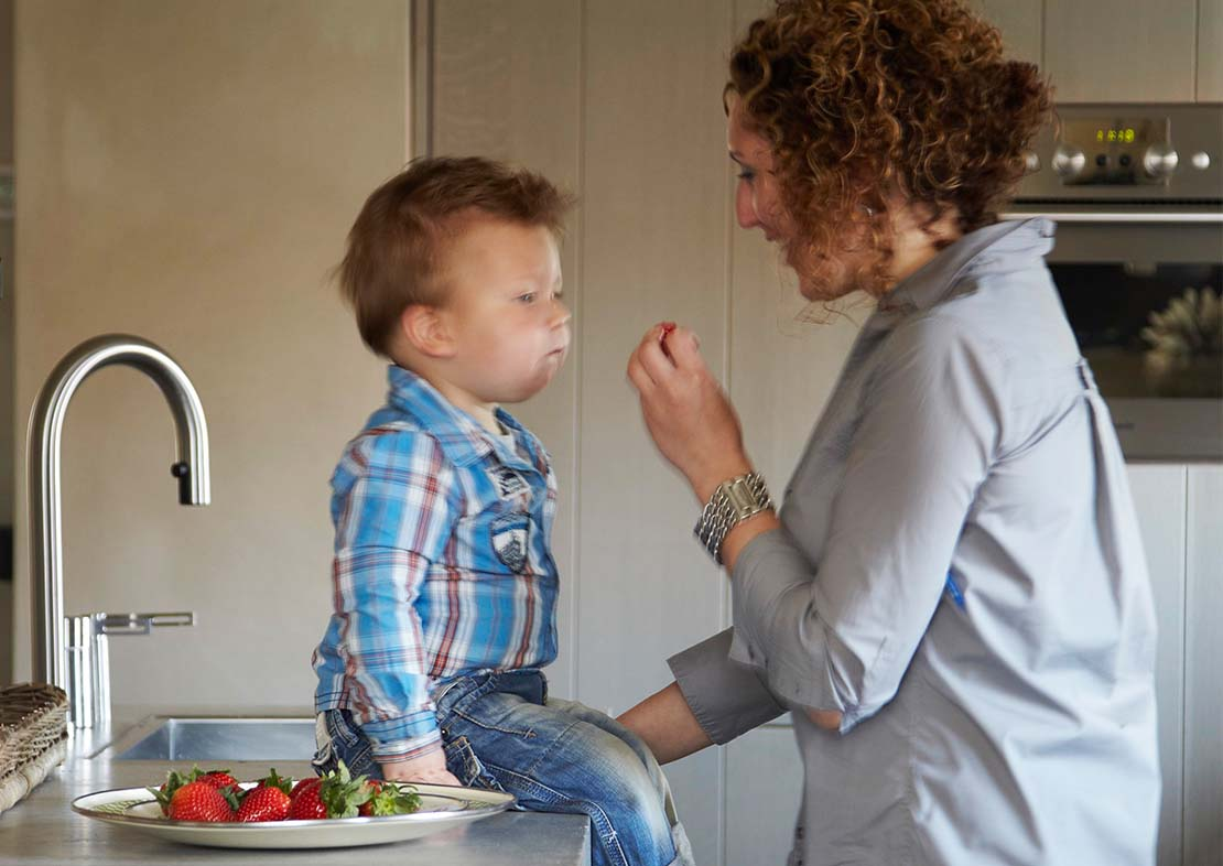 Pure & Original child-friendly paint mother and child in kitchen grey brown interior eco paint