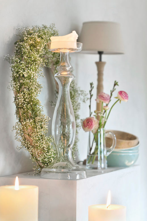 Summer accents on the fireplace